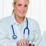 Ärztin in ihrer Praxis